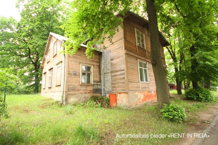 Sludinājumi. Tiek pārdots plašs zemes gabals ar piecu dzīvokļu ēku uz tās.  + Jaukta apbūve ar dzīvojamo Cena: 350000 EUR Foto #1