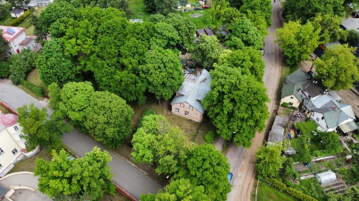 Sludinājumi. Tiek pārdots plašs zemes gabals ar piecu dzīvokļu ēku uz tās.  + Jaukta apbūve ar dzīvojamo Cena: 350000 EUR Foto #5