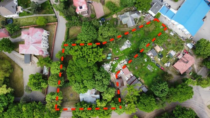 Sludinājumi. Tiek pārdots plašs zemes gabals ar piecu dzīvokļu ēku uz tās.  + Jaukta apbūve ar dzīvojamo Cena: 350000 EUR Foto #2