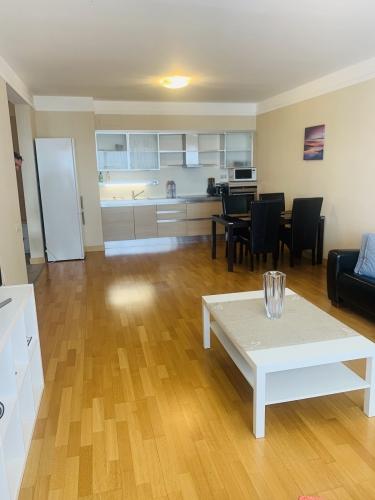 Sludinājumi. Dzīvoklis īstiem pilsētniekiem, moderna dzīves stila piekritējiem. Tiek pārdots 2-istabu dzīvoklis Cena: 105000 EUR Foto #3