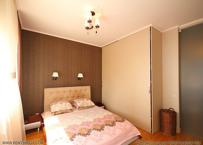 Sludinājumi. Pārdod 2 istabu dzīvokli projektā Panorama Plaza, kas ir pārplānots par 3 istabu dzīvokli.  Remontā Cena: 115000 EUR Foto #2