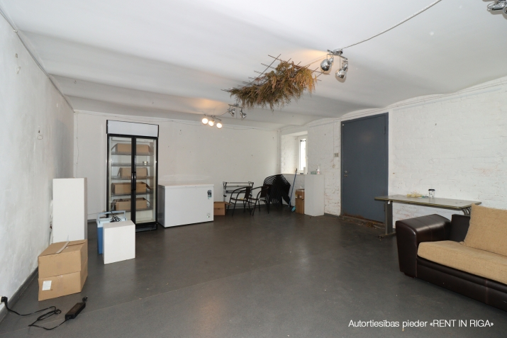 Sludinājumi. Tiek pārdotas tirdzniecības telpas ar atsevišķu ieeju no ielas, telpas atrodas Miera ielas rajonā, Cena: 59900 EUR Foto #3
