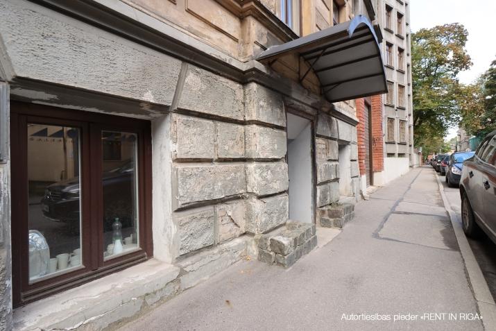 Sludinājumi. Tiek pārdotas tirdzniecības telpas ar atsevišķu ieeju no ielas, telpas atrodas Miera ielas rajonā, Cena: 59900 EUR Foto #4