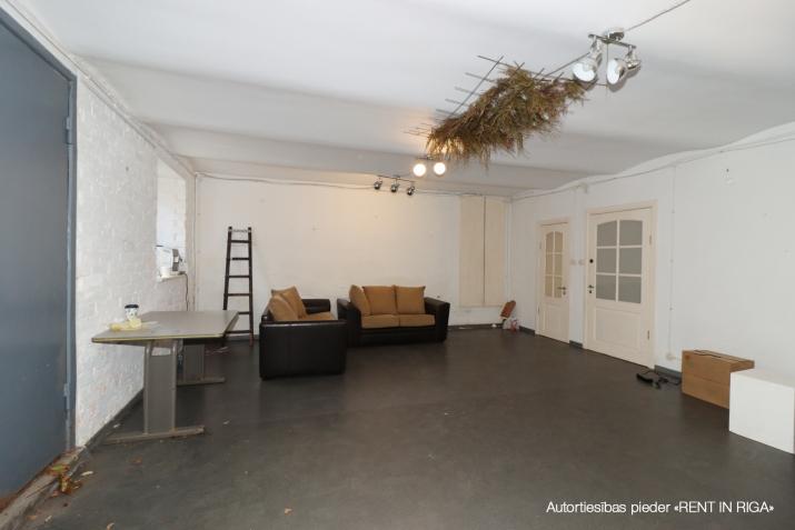 Sludinājumi. Tiek pārdotas tirdzniecības telpas ar atsevišķu ieeju no ielas, telpas atrodas Miera ielas rajonā, Cena: 59900 EUR Foto #5
