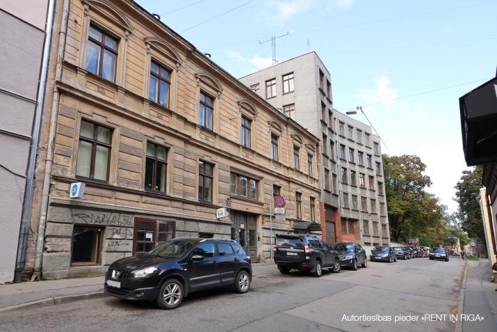 Sludinājumi. Tiek pārdotas tirdzniecības telpas ar atsevišķu ieeju no ielas, telpas atrodas Miera ielas rajonā, Cena: 59900 EUR Foto #1