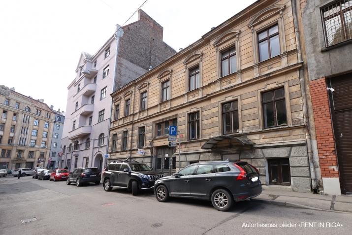 Sludinājumi. Tiek pārdotas tirdzniecības telpas ar atsevišķu ieeju no ielas, telpas atrodas Miera ielas rajonā, Cena: 59900 EUR Foto #2
