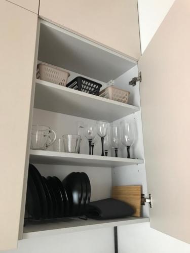Sludinājumi. Tiek izīrēts 2-ist. dzīvoklis Vecrīgā. - Jauns dzīvoklis, pilnībā mēbelēts - Augstie griesti (3m), Cena: 500 EUR/mēn Foto #4