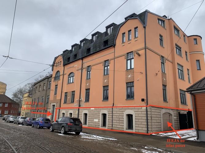 Sludinājumi. Pārdod telpas puspagrabstāvā. Fasādes māja Maskavas ielā, netālu no t/c MOLS un veikala DEPO. Zeme Cena: 45000 EUR Foto #1