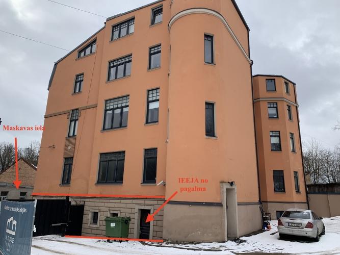Sludinājumi. Pārdod telpas puspagrabstāvā. Fasādes māja Maskavas ielā, netālu no t/c MOLS un veikala DEPO. Zeme Cena: 45000 EUR Foto #2
