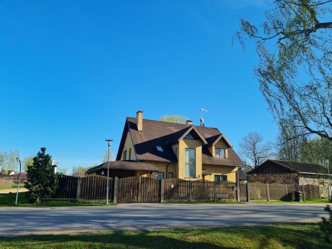 Sludinājumi. Tiek pārdota plaša ģimenes māja Siguldā.  280 m2 plaša divstāvu māja ir ideāla ģimenes māja. Mājai Cena: 280000 EUR Foto #4