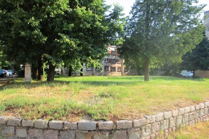 Sludinājumi. Pārdod fasādes zemes gabalu Juglā  Platība: 906m  Ir atļauts būvēt māju līdz 5 stāviem.  Visas Cena: 91000 EUR Foto #1