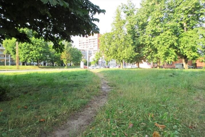 Sludinājumi. Izīrē fasādes zemes gabalu Juglā  Platība: 906m  Ir atļauts būvēt māju līdz 5 stāviem.  Visas Cena: 500 EUR/mēn Foto #6