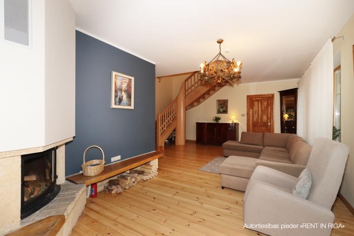 Sludinājumi. Ilgtermiņa īrei tiek piedāvāta māja, kas \'apbur\' ar savu šarmu un mājīgumu ikvienu, kurš tajā reiz Cena: 1750 EUR/mēn Foto #3