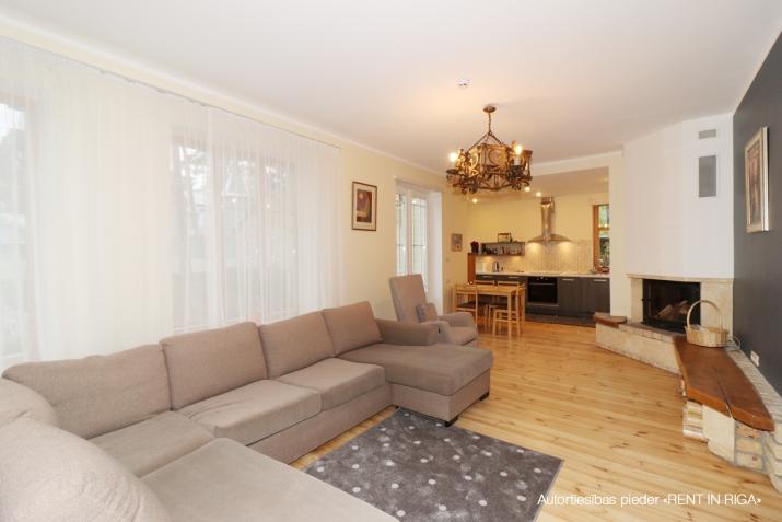 Sludinājumi. Ilgtermiņa īrei tiek piedāvāta māja, kas \'apbur\' ar savu šarmu un mājīgumu ikvienu, kurš tajā reiz Cena: 1750 EUR/mēn Foto #4