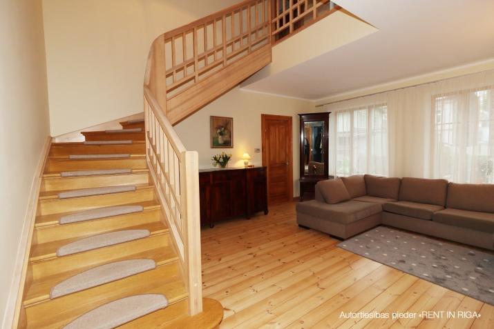 Sludinājumi. Ilgtermiņa īrei tiek piedāvāta māja, kas \'apbur\' ar savu šarmu un mājīgumu ikvienu, kurš tajā reiz Cena: 1750 EUR/mēn Foto #5