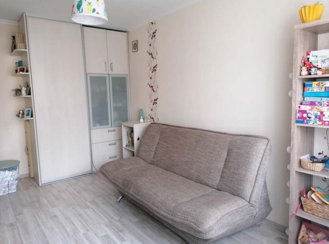 Объявление. Продаётся уютная, светлая двухкомнатная квартира с балконом. + Две изолированные комнаты; + Санузел Цена: 64000 EUR Foto #2