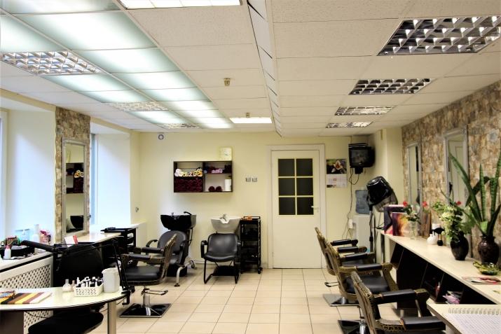 Sludinājumi. Piedāvājumā telpas ar atsevišķu ieeju un privātu pagalmu ar vārtiem. Telpas atrodas netālu no Līvu Cena: 94000 EUR Foto #5