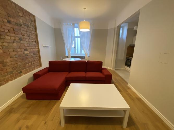 Sludinājumi. Mēbelēts 2 istabu īres dzīvoklis Kr. Barona ielā 76.  Dzīvoklis ir ar iebūvētu virtuves iekārtu, Cena: 570 EUR/mēn Foto #2