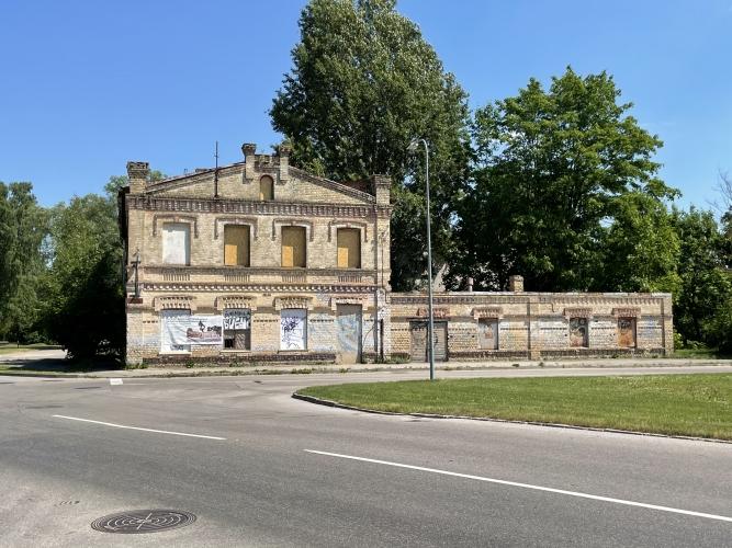 Sludinājumi. Pārdod zemes gabalu, stratēģiski izdevīgā vietā, tirdzniecības centra celtniecībai Jūrmalā. Cena: 1.3e+06 EUR Foto #2