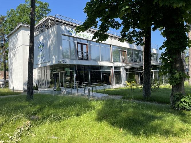 Sludinājumi. Ekskluzīva trīs stāvu ēka ar pilnu apdari un mēbelēm. Lieliska atrašanas vieta - Jūrmalas centrs, Cena: 2.5e+06 EUR Foto #1