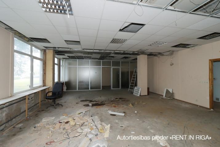 Sludinājumi. Pārdod telpas tirdzniecībai vai biroja, Pļavniekos, Katlakala un Krustpils ielu krustojumā.   + 1. Cena: 175700 EUR Foto #4