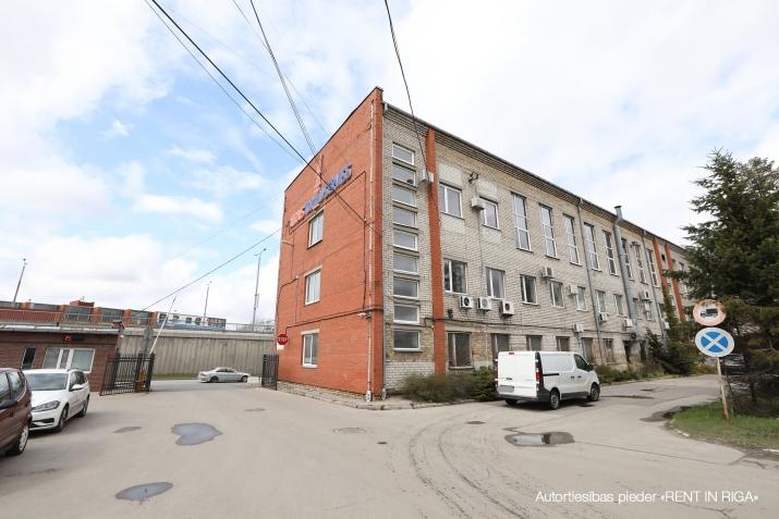 Объявление. Sausas, neapkurinātas noliktavas. Divviru lielie vārti, līdzena betona grīda, griestu augstums Цена: 320 EUR/мес. Foto #3